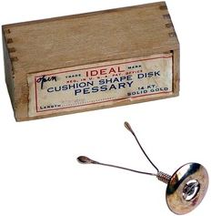 Gold wishbone pessary with box